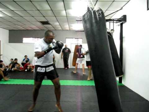 Treino de kickboxing