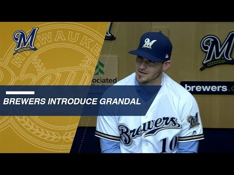 Video: Yasmani Grandal introduced by Brewers
