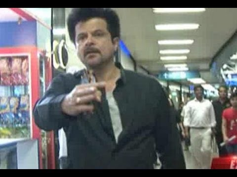 Anil Kapoor loses his cool at the Mumbai airport