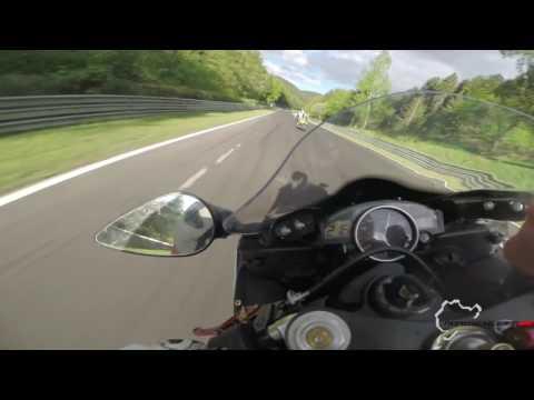 Yamaha R6 following a Suzuki GSX-R [50fps] - Nürburgring Nordschleife Onboard BTG (видео)