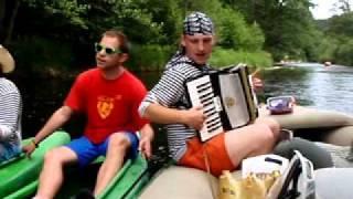 Video Plovoucí koncert Kazachu & Vltava - zahájení vodácké sezony