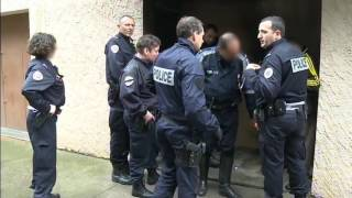 Video Nîmes police secours - Reportage choc MP3, 3GP, MP4, WEBM, AVI, FLV Oktober 2017