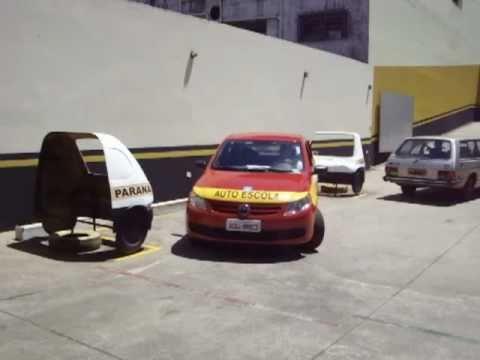 aula de baliza - Simulação feita dentro do Centro de Treinamento Prático da Paraná Auto Escola de Londrina / PR. A manobra é a mesma solicitada durante o exame prático pelo D...