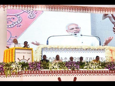 प्रधानमंत्री नरेंद्र मोदी गुजरात में