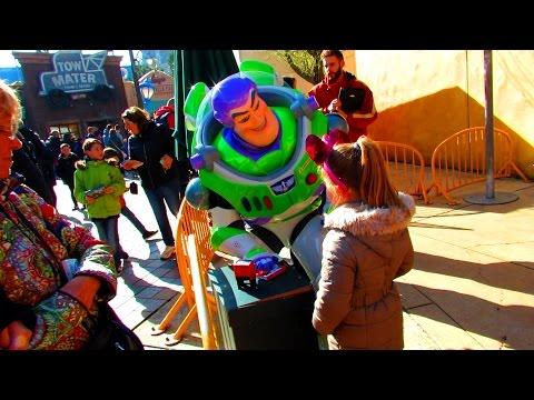 Photo avec Buzz L'éclair disneyland paris 25ème anniversaire buzz Lightyear
