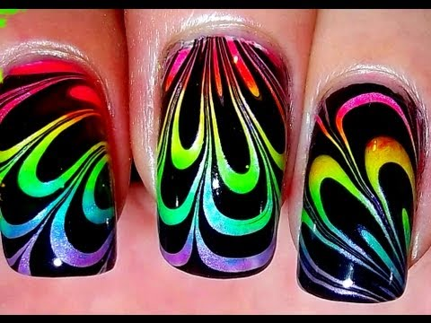 nail art - effetto arcobaleno con la tecnica water marble