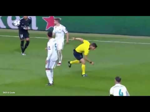 The referee was shocked by the shot of Neymar