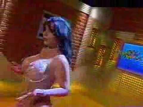 Paola Ruiz semi desnuda