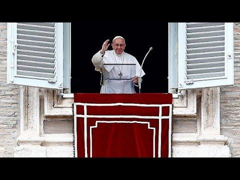 Πάπας Φραγκίσκος: Αφήνει ανοιχτό το ενδεχόμενο χειροτονίας παντρεμένων ιερέων