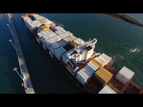 El barco Caterina hace el tránsito número 3000 por el canal ampliado