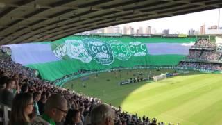 Bandeirões do Coritiba durante o Hino nacional brasileiro no estádio Couto Pereira. Coritiba Campeão Paranaense 2017 - Coritiba 0 x 0 atlético-pr