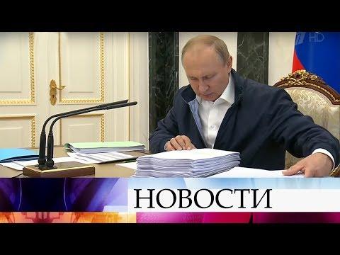 В ходе подготовки к quotПрямой линииquot Владимир Путин уже изучает поступившие вопросы и обращения.