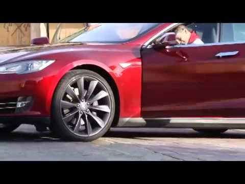 Un coche Tesla en Ingeteam