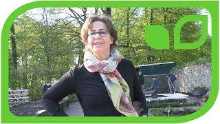 Frau von dem Bussche und ihr Team helfen mit beim Pflanzen des Mundraubgartens