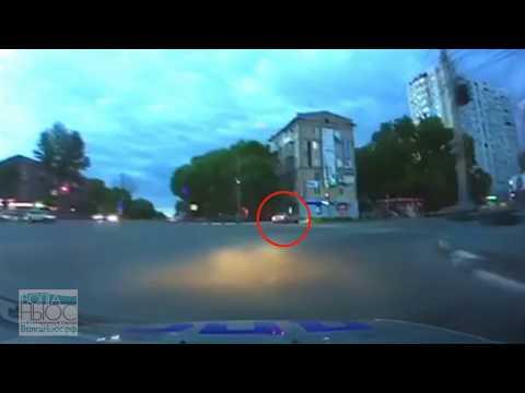 На видео попала погоня ДПС за иномаркой, закончившаяся аварией
