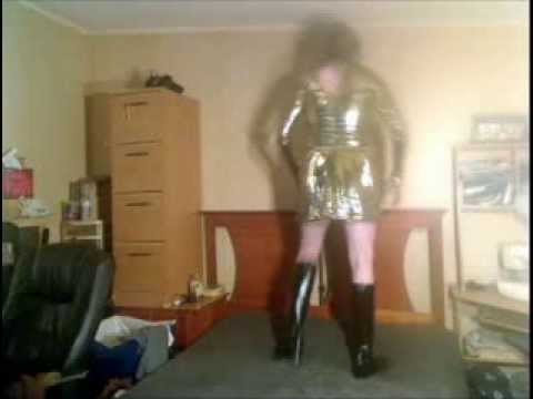 Modelling in gold bodysuit and skirt outfit! (видео)