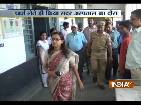 Dabangg DM Rachana Patil Scolds Staff During Govt Hospital Inspection - India TV