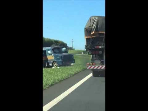 Carro forte é fuzilado por assaltantes