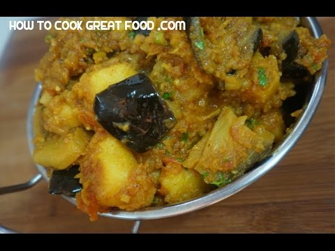 Brinjal Aloo Recipe  – Indian Eggplant & Potato Curry Vegan