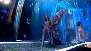 Victoria's Secret Fashion Show(2007)-Models Perform W/ Wings