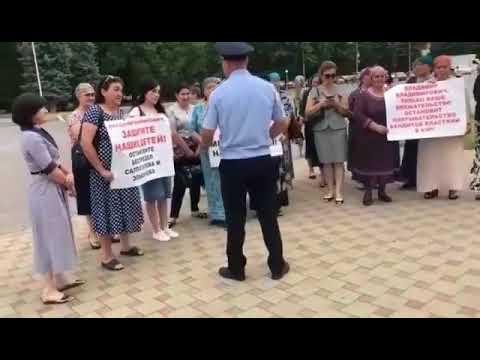 Родственники убитых братьев Лайпановых вышли на митинг в КЧР