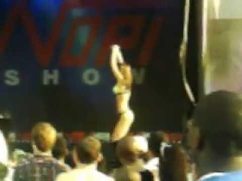 hin/nopi  supershow  2011   booty   shakin   nopi  girl