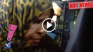 Video Hot News! Ibunda Ridho Rhoma Sedih Saat Menjenguk Anaknya di Tahanan - Cumicam 26 Maret 2017 MP3, 3GP, MP4, WEBM, AVI, FLV Desember 2017