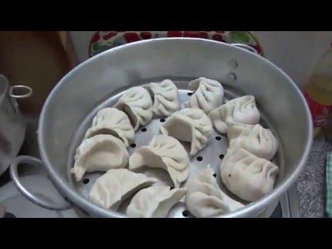 Готовим момо. Как я училась делать момо в тибетском кафе. Почему с меня не взяли денег. (видео)