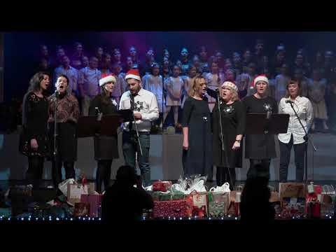 Wideo: Głogowscy Nauczyciele śpiewają Kolędy dla Zuzi