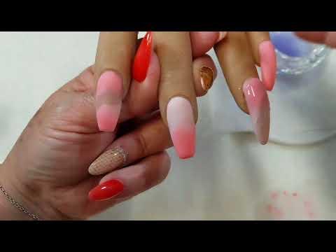 Uñas acrilicas semi-formales en tono rosado.