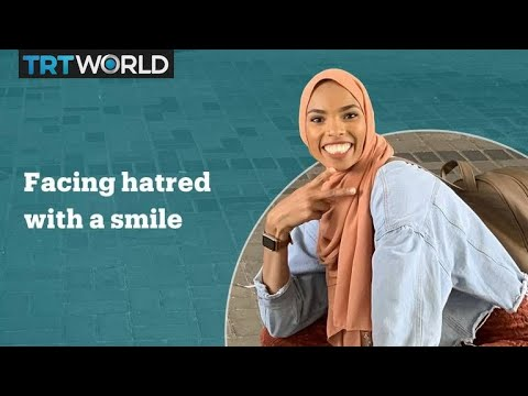 Muslim American Faces Anti Muslim protest with smile