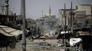 Terör örgütü IŞİD'in işgali sırasında hayalet kente dönen Musul, yeniden yaşam belirtileri göstereceği günleri bekliyor. Irak yönetimi, 9 ay süren çatışmalar sırasında kentten kaçarak çeşitli kamplarda hayata tutunmaya çalışan sivillerin bir an önce evlerine dönebilmesi için Musul'un yeniden imarına başlamak istiyor. Ancak harabeye dönen şehirdeki enkazın kaldırılması, altyapının onarılması ve yeniden imarın başlatılması için on milyarlarca dolarlık kaynağa ihtiyaç duyuluyor. Bağımsız kayn…İLGILI HABERLER: http://tr.euronews.com/2017/07/16/musulun-yeniden-imari-milyarlarca-dolara-mal-olacakeuronews: Avrupa'nın en çok izlenen haber kanalı.Üye ol! http://www.youtube.com/subscription_center?add_user=euronewstreuronews şimdi 13 ayrı dilde: https://www.youtube.com/user/euronewsnetwork/channelsTürkçe: Web sayfası: http://tr.euronews.com/Facebook: https://www.facebook.com/euronews.trTwitter: http://twitter.com/euronews_tr