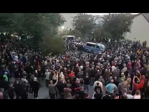 """Köthen: Knapp tausend Demonstranten bei """"Trauermarsch ..."""