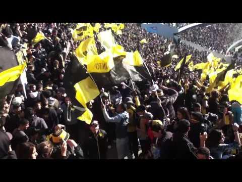 Peñarol vs hijos , entrada de bombos barra amsterdam - Barra Amsterdam - Peñarol