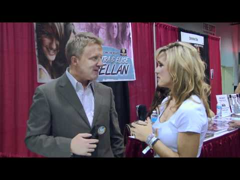 Anthony Michael Hall - Here at Chicago Comic Con 2011 , we have Anthony Michael Hall! From The Breakfast Club all the way to Chicago Comic Con 2011, our Wizard World Girl interview...
