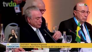 O ministro da Fazenda, Henrique Meirelles, foi flagrado tirando cochilos durante trecho do discurso do presidente Michel Temer, na 50ª Cúpula do Mercosul, realizada em Mendoza, na Argentina.https://goo.gl/QXPZG5