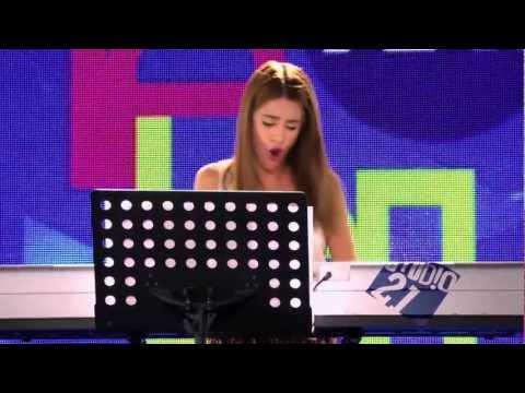 Violetta - Momento musical : Violetta canta ¨Junto a ti