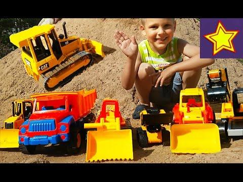 Про грузовые машинки на песке Экскаватор, грузовик, трактор, погрузчик  Строим дорогу A lot of toys (видео)