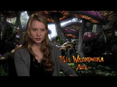Alice in Wonderland (Featurette 'Alice Is Back!')