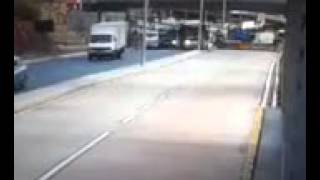 Vídeo exato momento queda do viaduto de Belo Horizonte Minas 03/07/2014 Atualizado veja o outro vídeo do primeiro socorro as vítimas.https://www.youtube.com/watch?v=cvzuqQdA2XU&feature=youtu.be