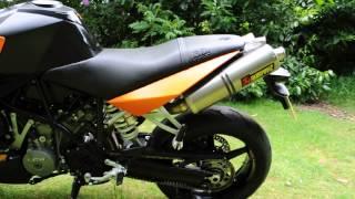 9. KTM 990 Superduke 2009 Akrapovic cans 1)