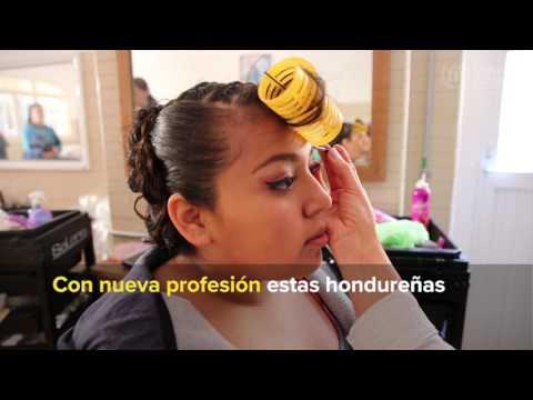 Refugiadas hondureñas en México se gradúan en Estética