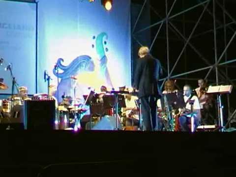 Orchestra Napoletana del Jazz ft. Lovano, Montellanico, Don Moye, Raiz, Capone – Tammurriata Nera