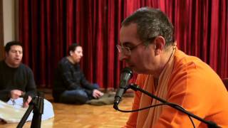 Download Lagu Niranjana Swami - Bhajan 1 - 12/15/2010 Mp3