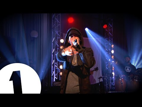 Eminem faz apresentação exclusiva no BBC Radio 1 Live Lounge