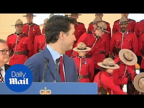 שני מקרי התעלפות במהלך נאומו של ראש ממשלת קנדה שקטע את דבריו