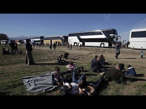 Χιλιάδες πρόσφυγες συνωστίζονται στην Ειδομένη