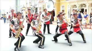 夏祭り仕様のTDLバンドさんです(^^) ラス曲はディズニー夏祭りのメインショー「燦水!サマービート」です。