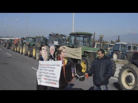 Mπλόκο αγροτών στα Τέμπη