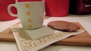 MALZEMELER-150 gr şeker-1/2 çay kaşığı tuz-1/2 tatlı kaşığı kabartma tozu-90 gr un-57 gr tereyağ-225 gr çikolata